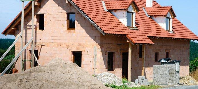 Massivhaus vs. Fertighaus – Mit unseren Hausbau-Tipps zur richtigen Entscheidung
